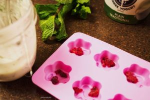 Minty carob liver bonbons for dogs - make the yogurt topping